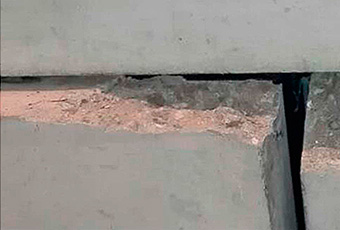 Example of spalling effect caused by a gasket with solid corner.